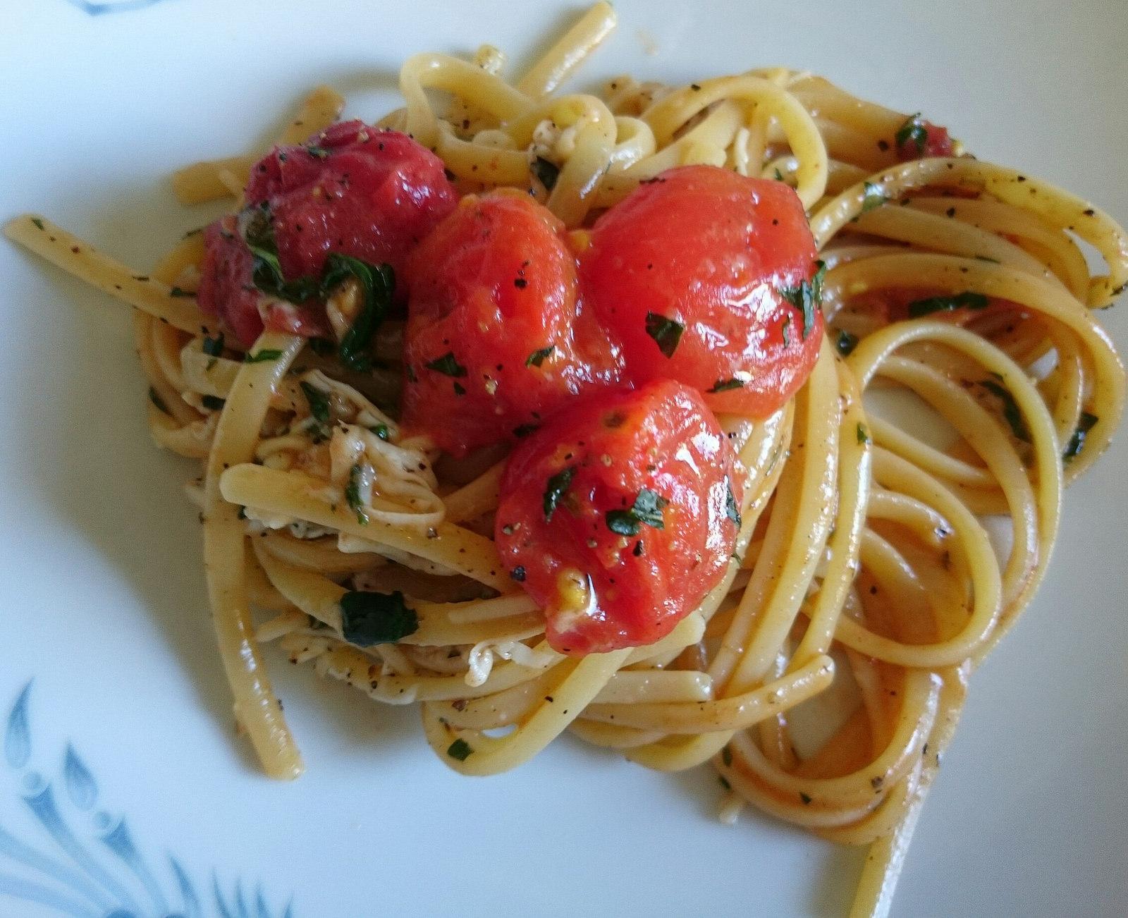 Spaghetti acciughe cacio e pepe